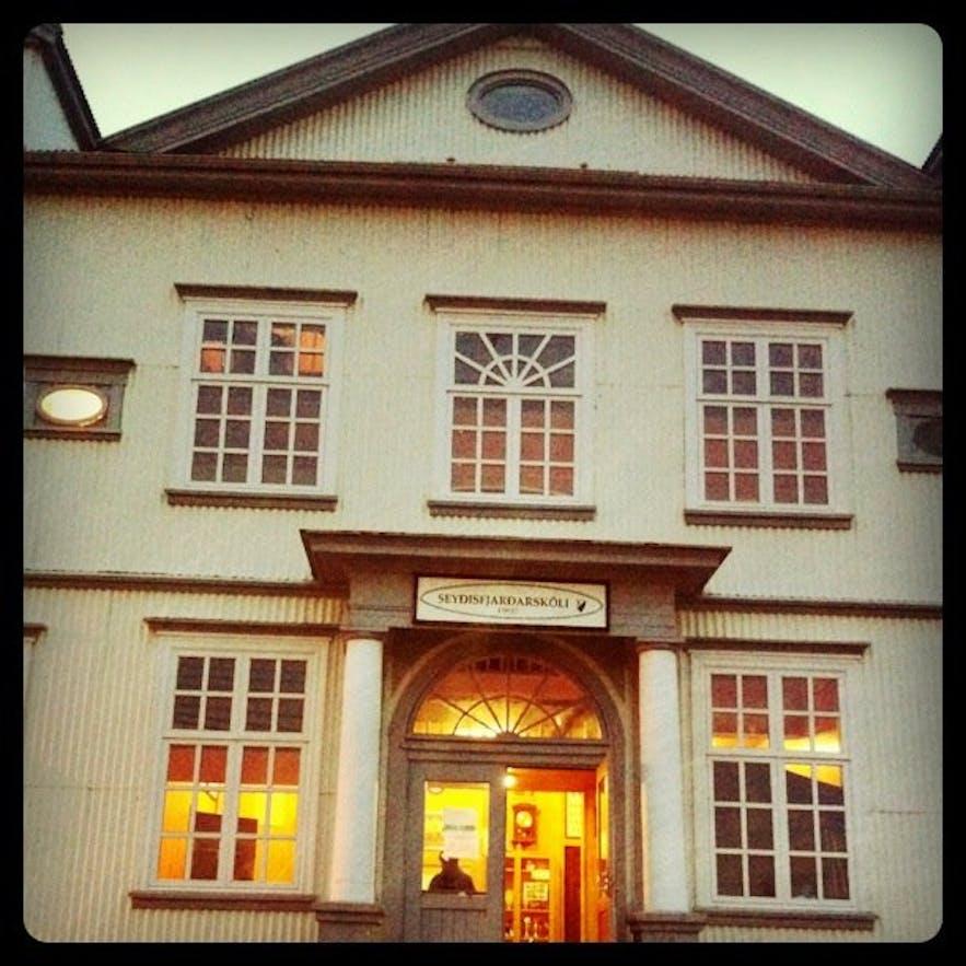 Seyðisfjarðarskóli - the school