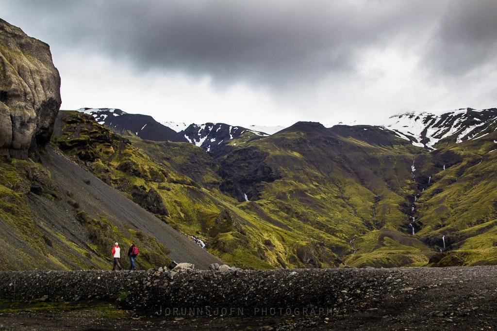 前往冰岛南岸Seljavallalaug秘密温泉泳池的沿途风景
