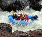 Auf einer Rafting-Tour nimmst du es mit den Stromschnellen auf Islands Flüssen auf.