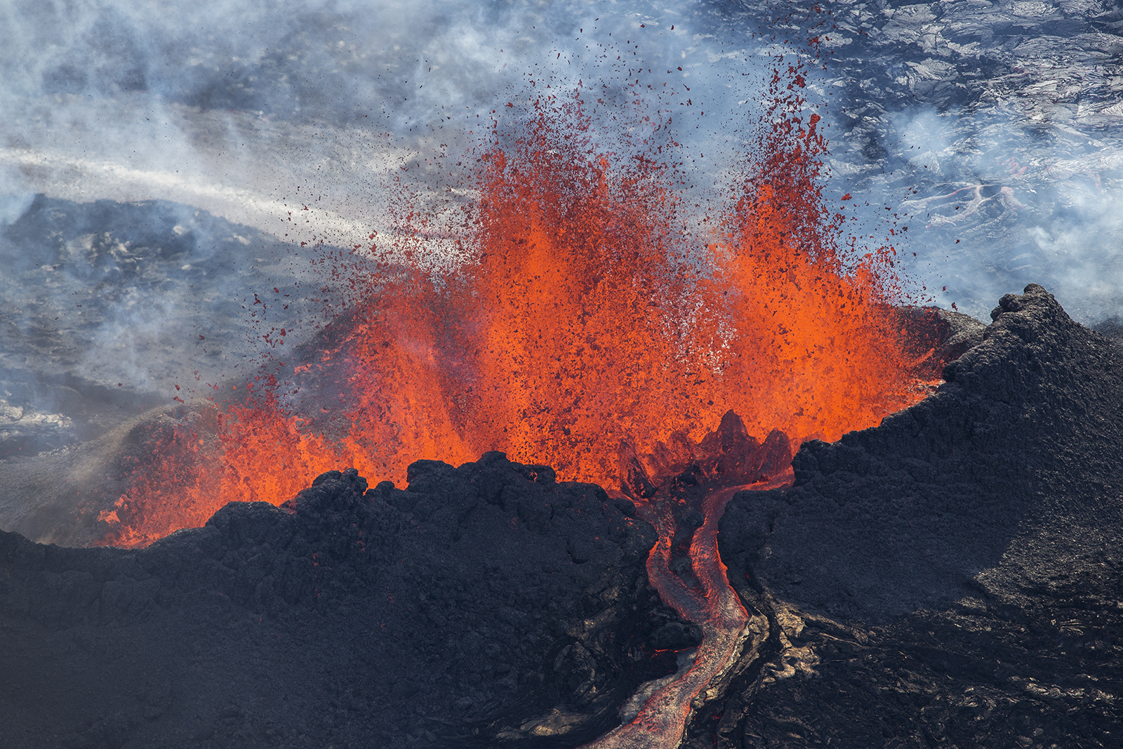 15 Incredible Photographs of the Holuhraun Volcano in Iceland
