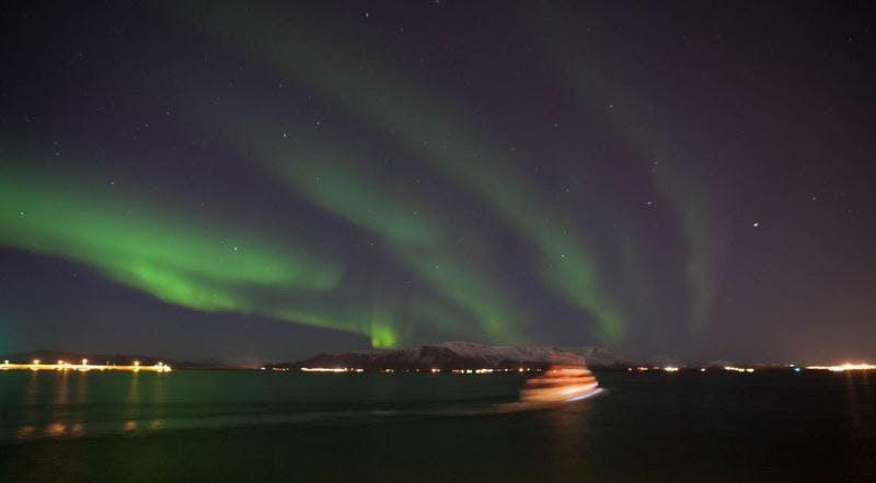 Excursión en barco para ver las auroras boreales desde Reykjavík