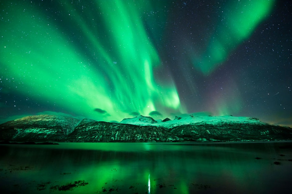 Northern lights mountain camping tour guide to iceland for Sfondi aurora boreale