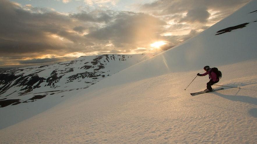 ウェストフィヨルドでスキーを楽しむ