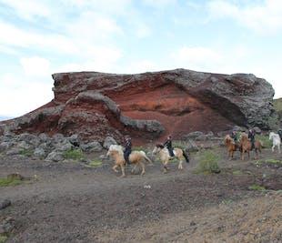 レイキャビク発|火山景観が見られる乗馬ツアー
