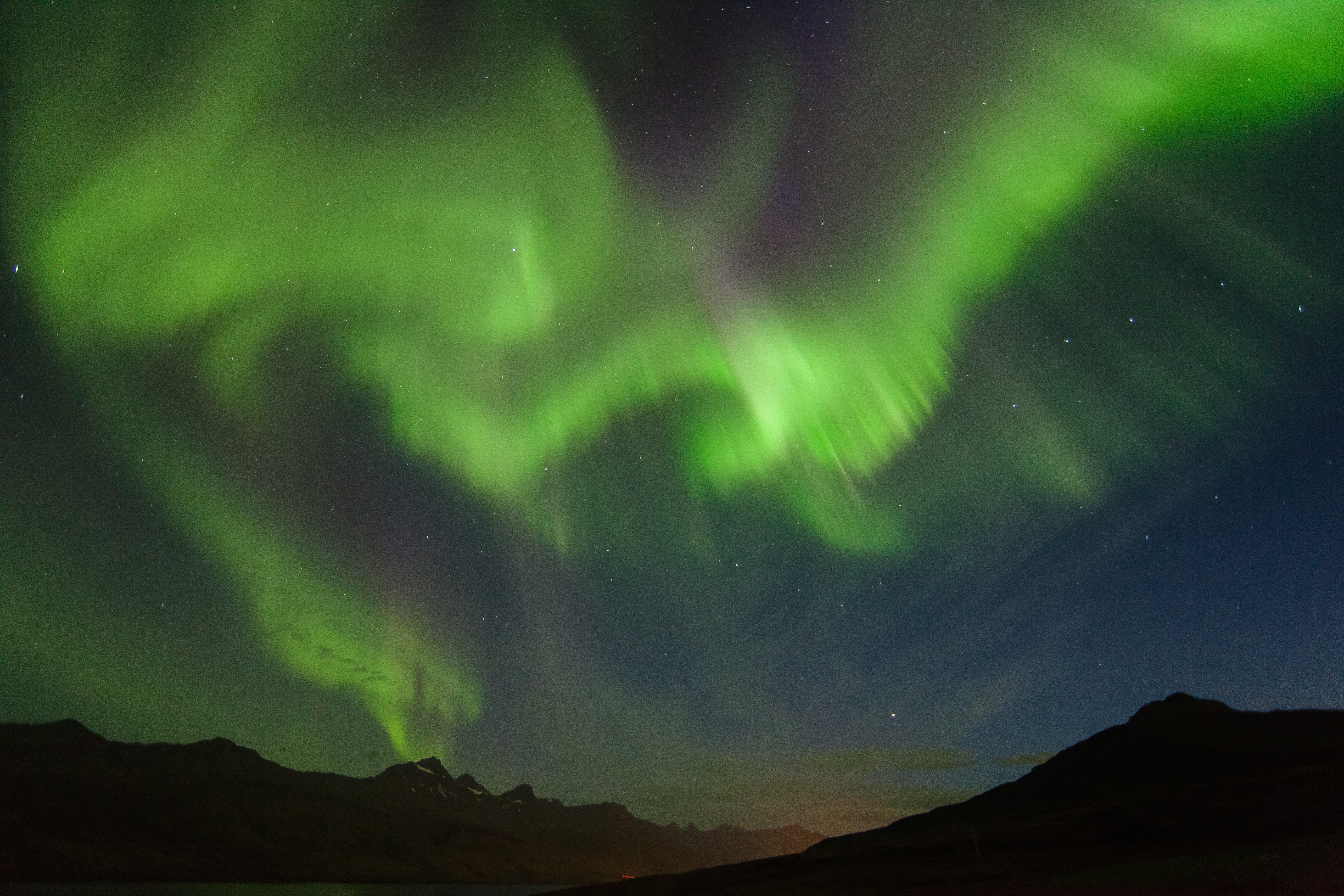 冰岛冬季常见的北极光美景
