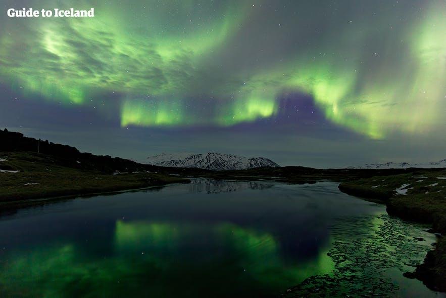 拍摄冰岛极光以郊外最佳