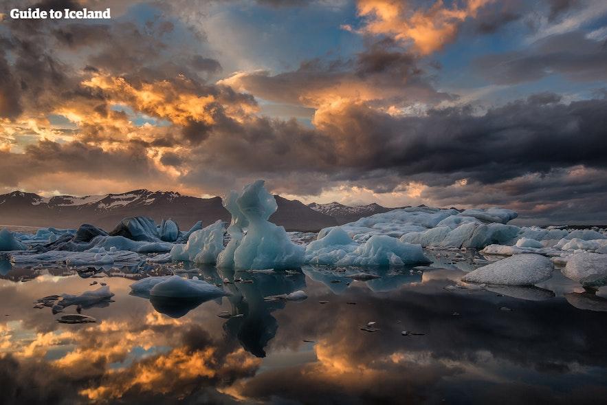 The tips of the icebergs at Jokulsarlon glacier lagoon