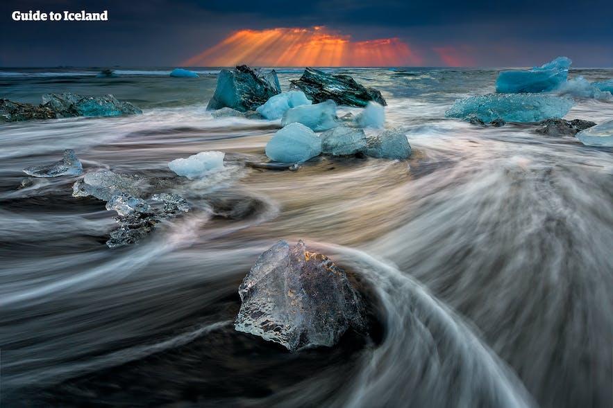 冰岛杰古沙龙冰河湖钻石冰沙滩日落