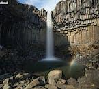 Der dramatische Wasserfall Svartifoss im Naturreservat Skaftafell war die Inspiration hinter der berühmten Kirche Hallgrimskirkja in Reykjavík