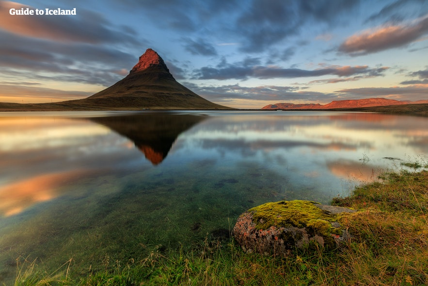 Bjerget Kirkjufell på Snæfellsnes-halvøen i Island.
