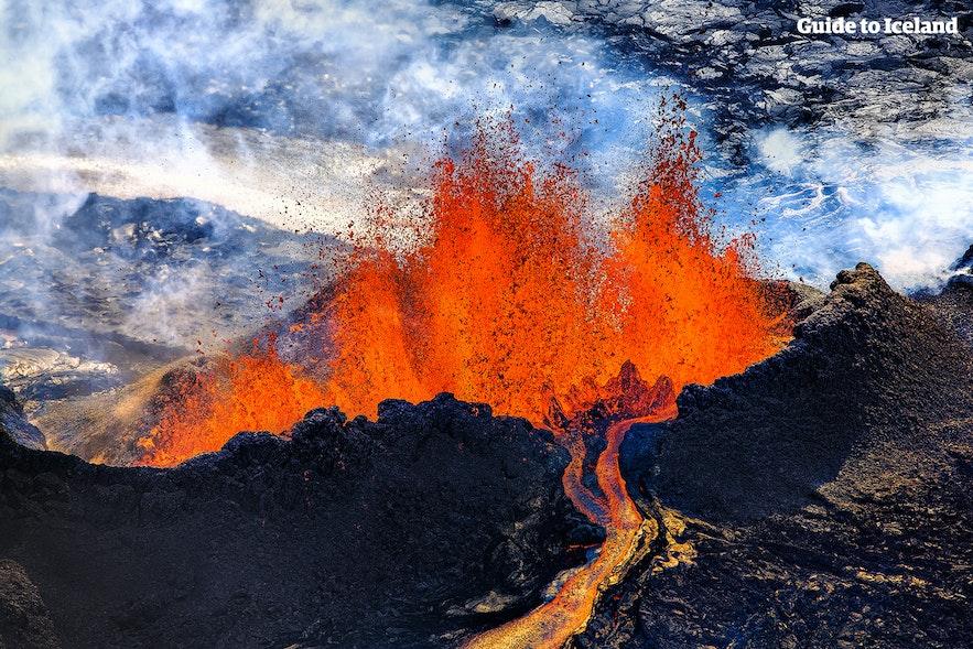 Erupcja wulkaniczna Grímsvötn przy Vatnajökull.