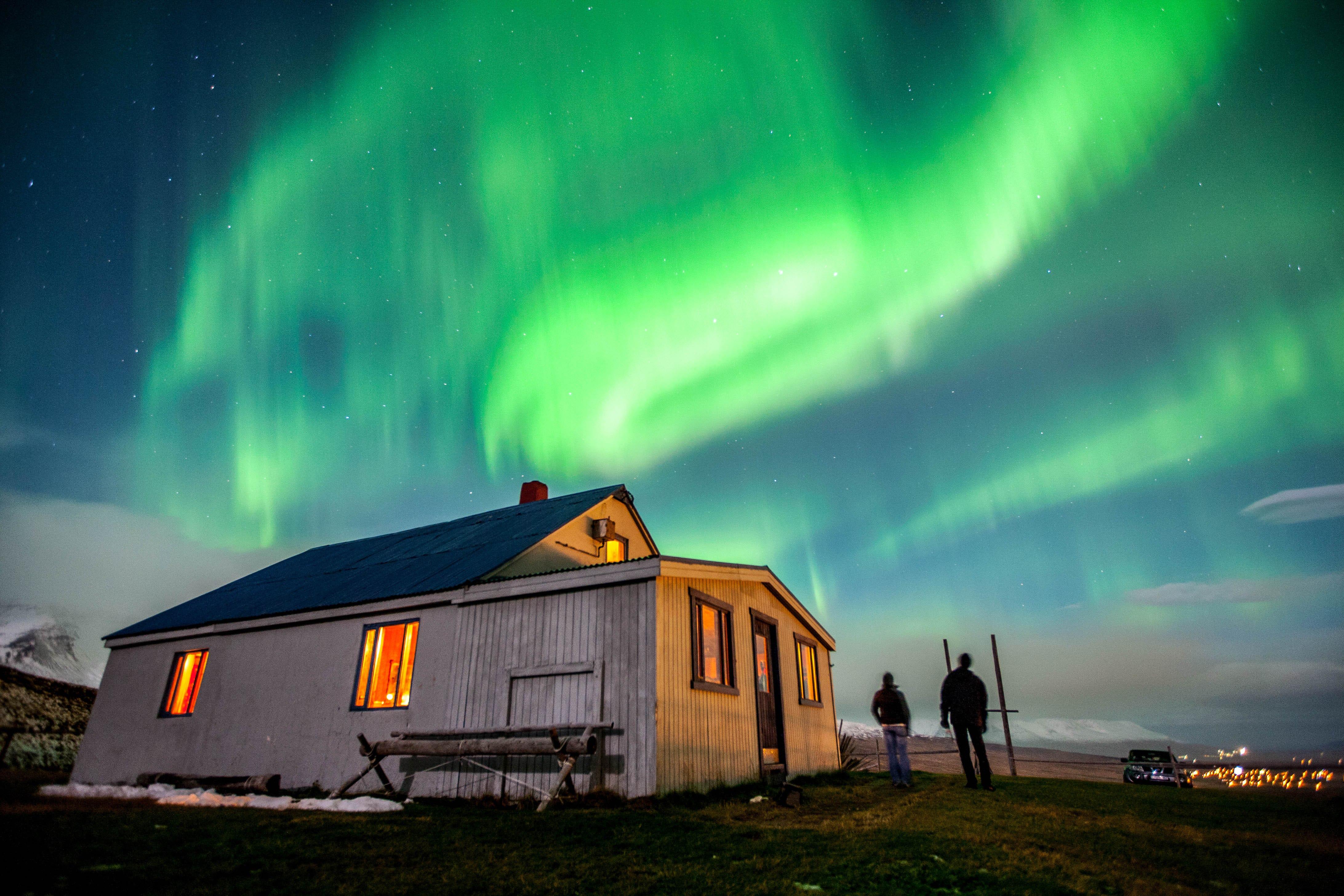 L'Aurora Boreale appare nelle regioni artiche, rendendo il nord dell'Islanda il luogo ideale per avvistarla.