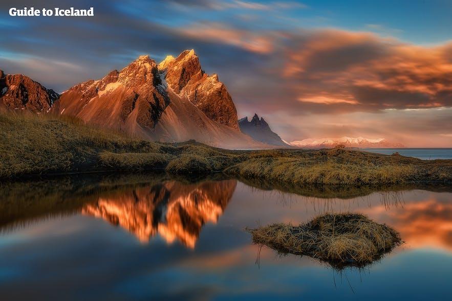 """Bjerget Vestrahorn i Sydøstisland betegnes undertiden som landets mest """"barske"""" seværdighed."""