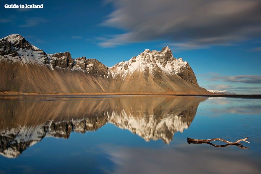 水面に映るヴェストラホルンの山