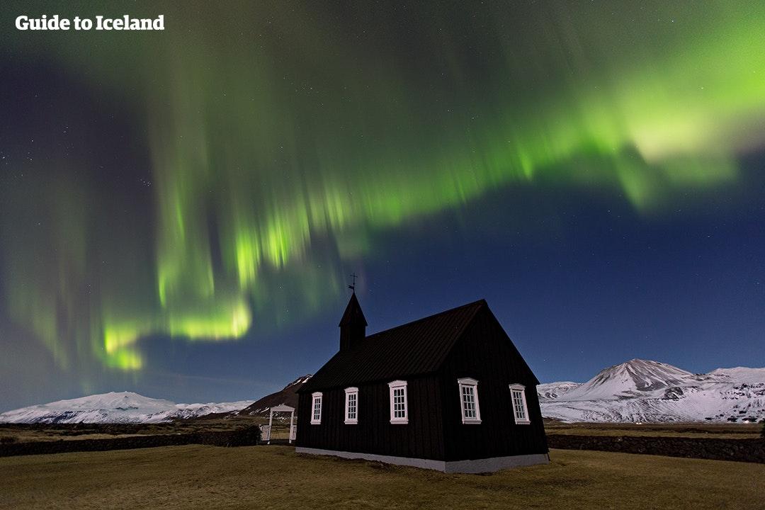冰岛斯奈山半岛上浪漫的小黑教堂Búðir