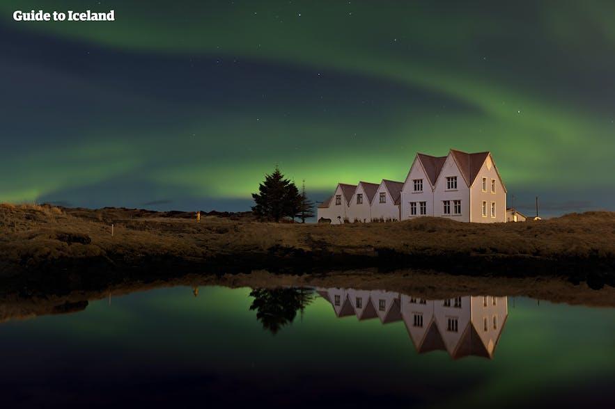 Aurores boréales au-dessu de Thingvellir en Islande