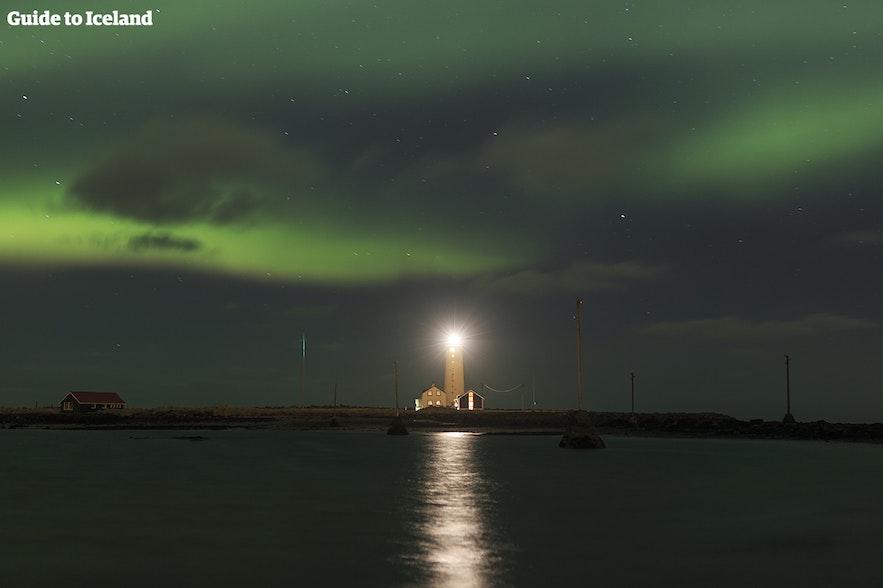 Северное сияние над маяком Гротта.