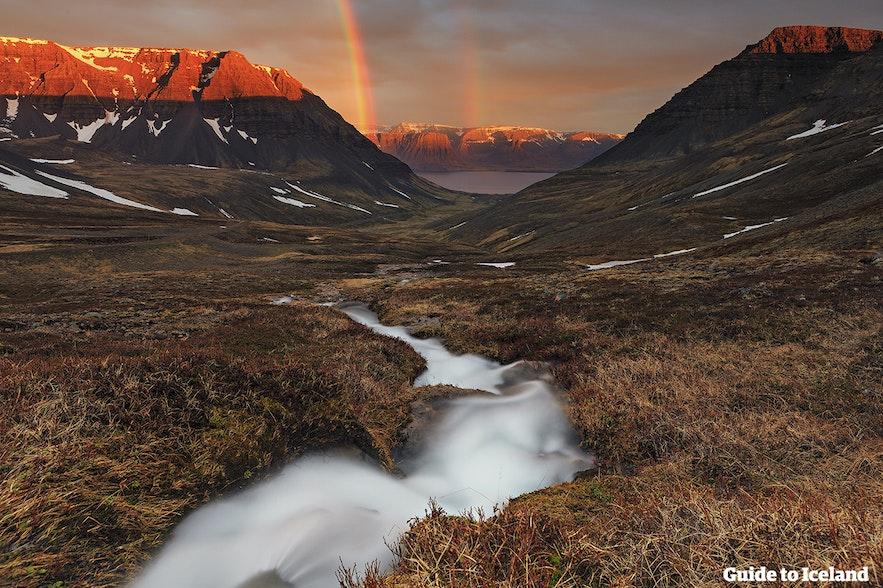 冰岛西峡湾的彩虹
