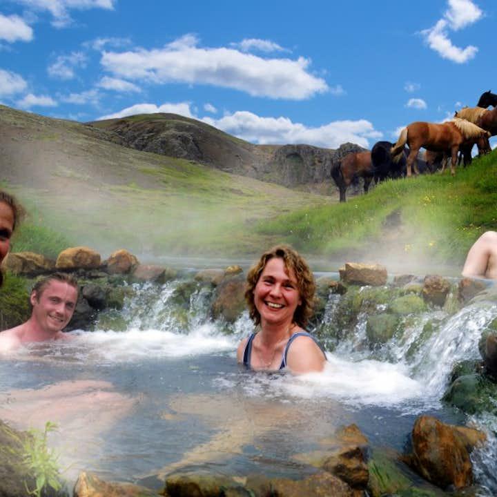 乗馬ツアー レイキャダルルの川温泉で入浴付き