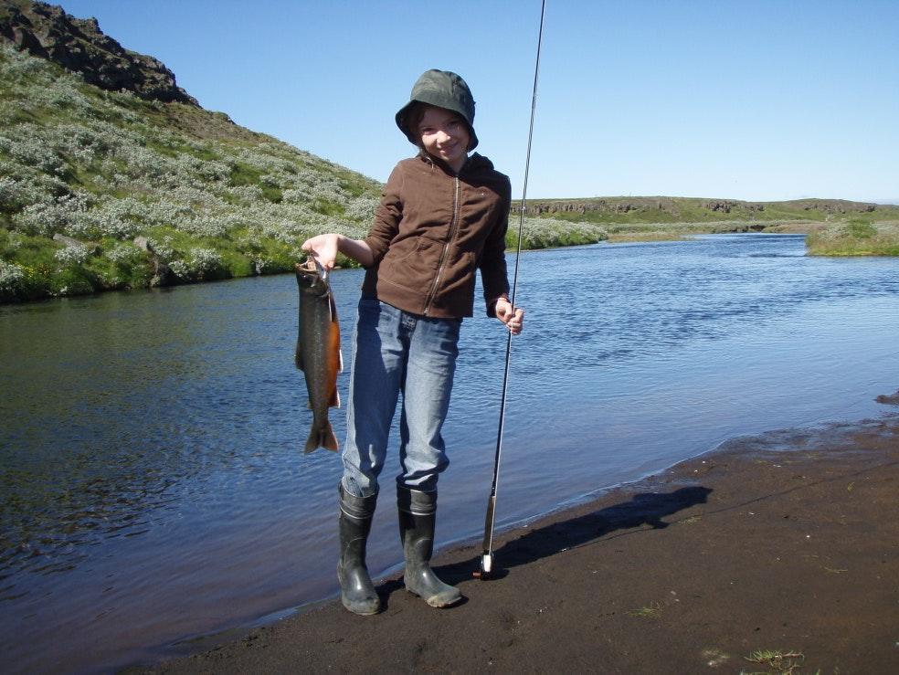 Le vernis brillant dans lobscurité pour la pêche