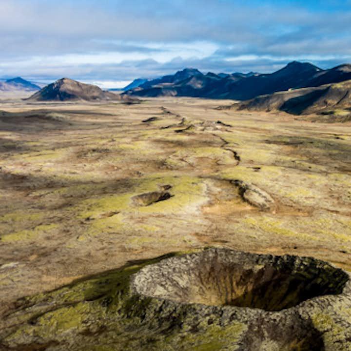 冰岛鸟瞰雷克雅未克、火山口直升机团