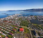จากการมองเห็นเมืองเรคยาวิกจากด้านบน คุณจะสามารถได้ซาบซึ่งจากรูปแบบของเมือง