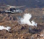 Wycieczka helikopterem na Islandii, nad obszarem geotermalnym.