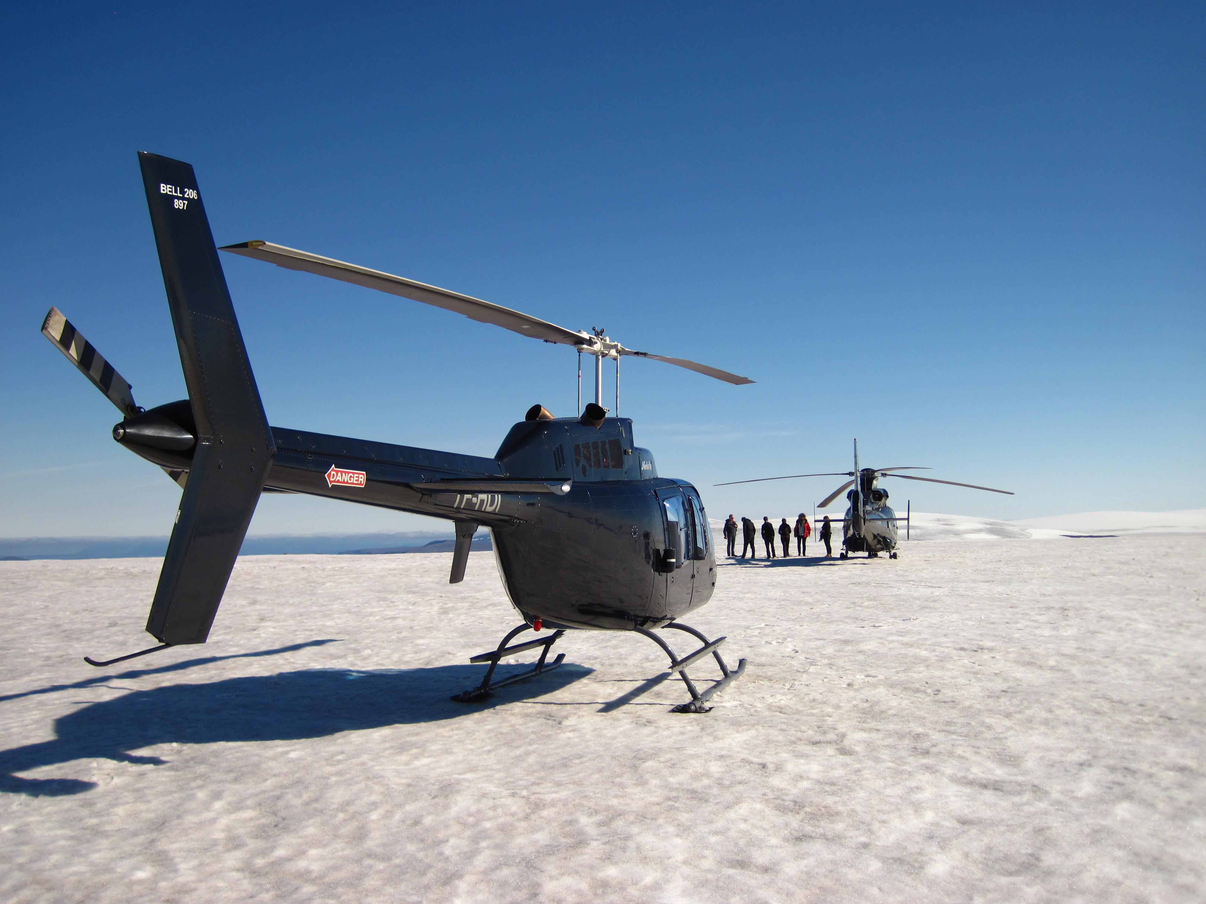 Hvorfor tage på gletsjervandring, når du bare kan flyve derop med helikopter?