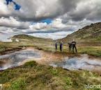 Niektóre gorące źródła na Islandii nadają się do kąpieli, a inne są zbyt gorące.