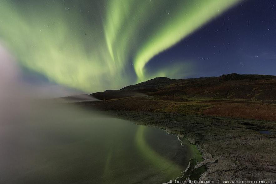 冰岛北极光和地热区的雾气,让夜晚更加迷幻
