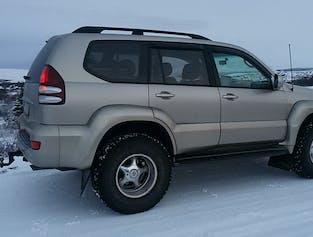 Auroras boreales en un Jeep respetuoso con el medio ambiente