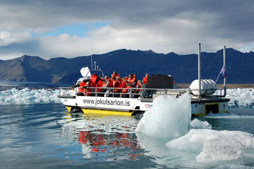 Rejs amfibią po lagunie lodowcowej Jokulsarlon.