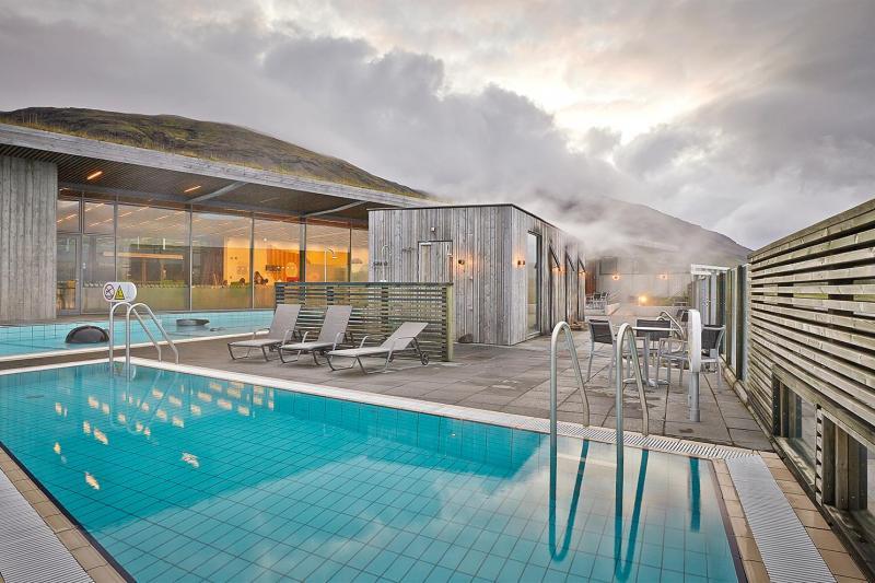 Fontana possède des saunas, un bistrot et des piscines géothermiques.