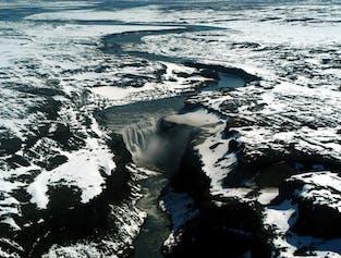 アークレイリ発|デッティフォスの滝とアゥスビルギの渓谷