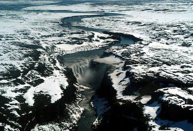 アークレイリ発 デティフォスの滝とアゥスビルギの渓谷