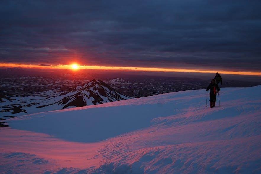 아이슬란드 백야 태양 빙하 하이킹
