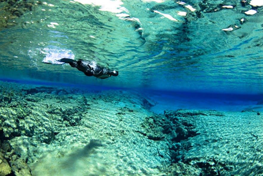 非常に高い透明度で世界から注目を浴びているアイスランドのシルフラの泉