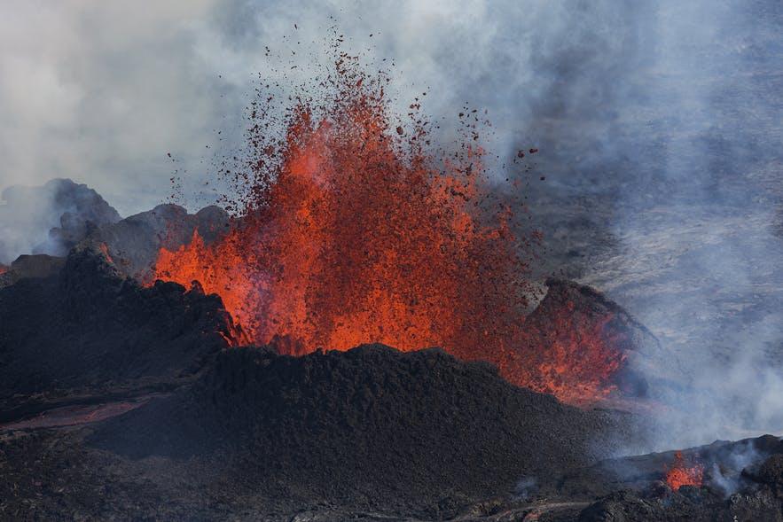 迫力あるアイスランドの火山噴火