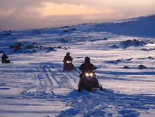 미르달스요쿨 빙하 위에서의 스노우모빌 투어   남부해안