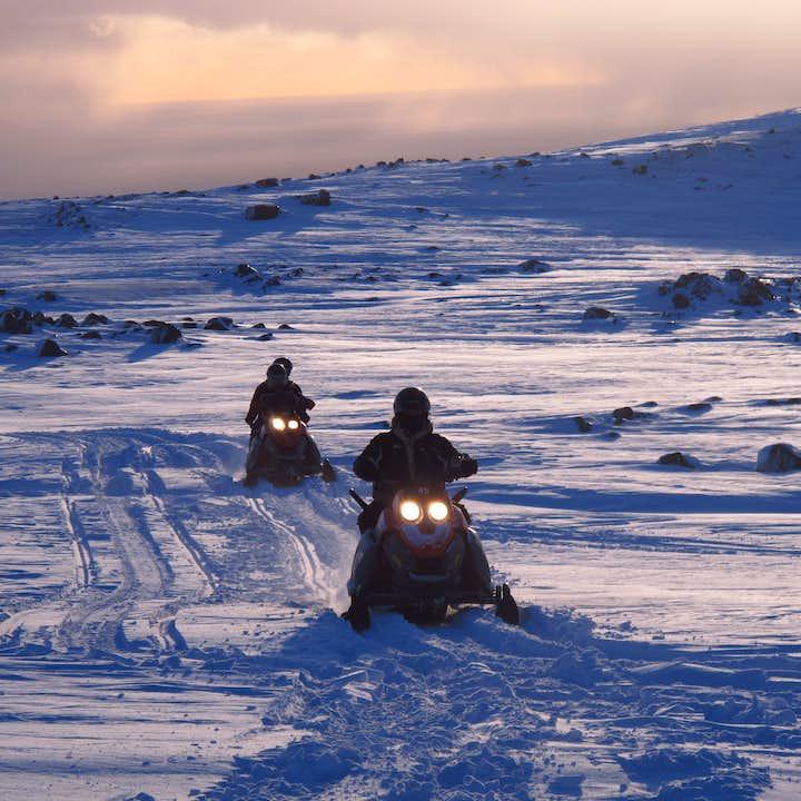 미르달스요쿨 빙하 위에서의 스노우모빌 투어 | 남부해안