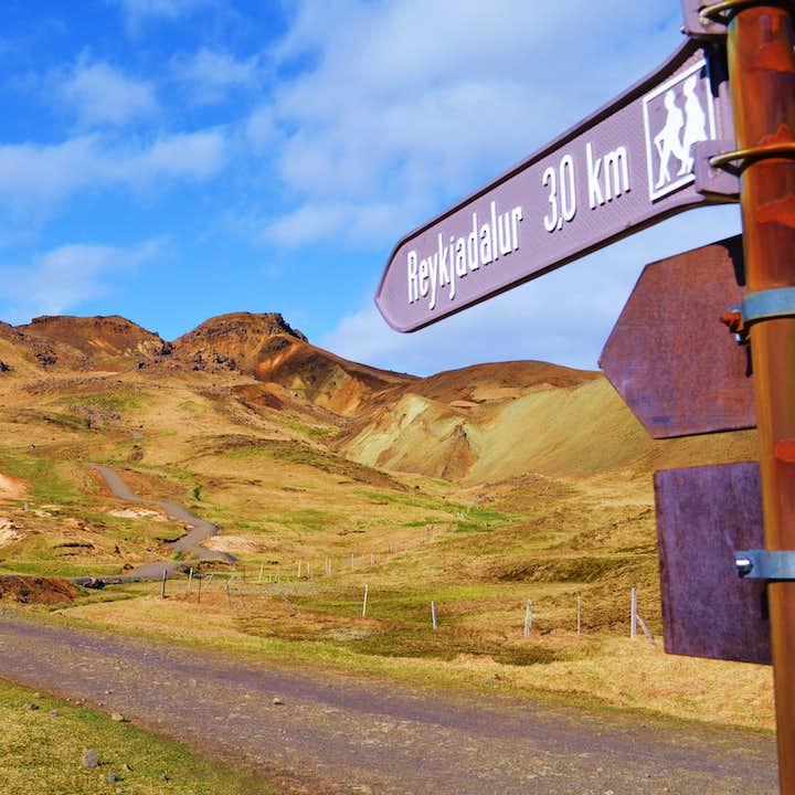 Reykjadalur Valley at the outskirts of Hveragerði boasts stunning natural landscapes.