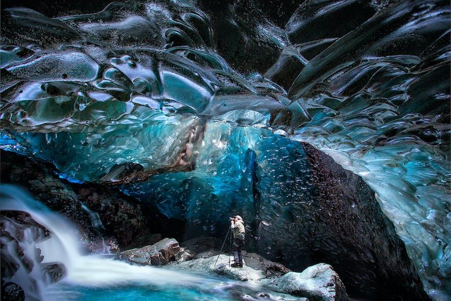 Photographier la glace bleue des grottes en Islande