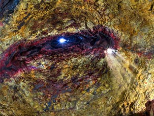 Тур на вулкан Трихнукагигур   Спуск в магматический очаг