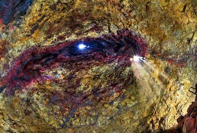 Тур на вулкан Трихнукагигур | Спуск в магматический очаг
