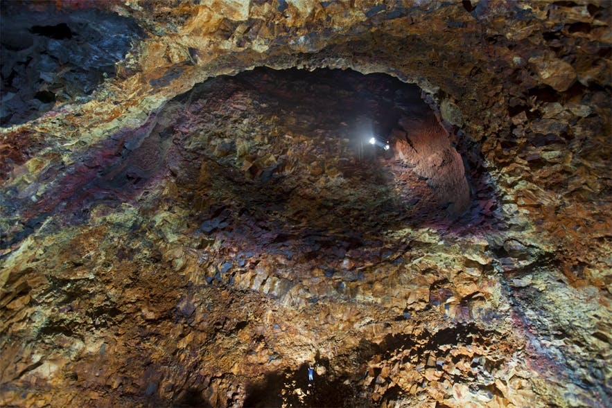 夏季来冰岛,必须要参加的特色项目就是去火山内部走一走