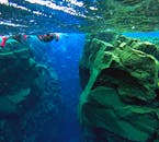 神秘的なシュノーケリングスポット、アイスランドのシルフラの泉