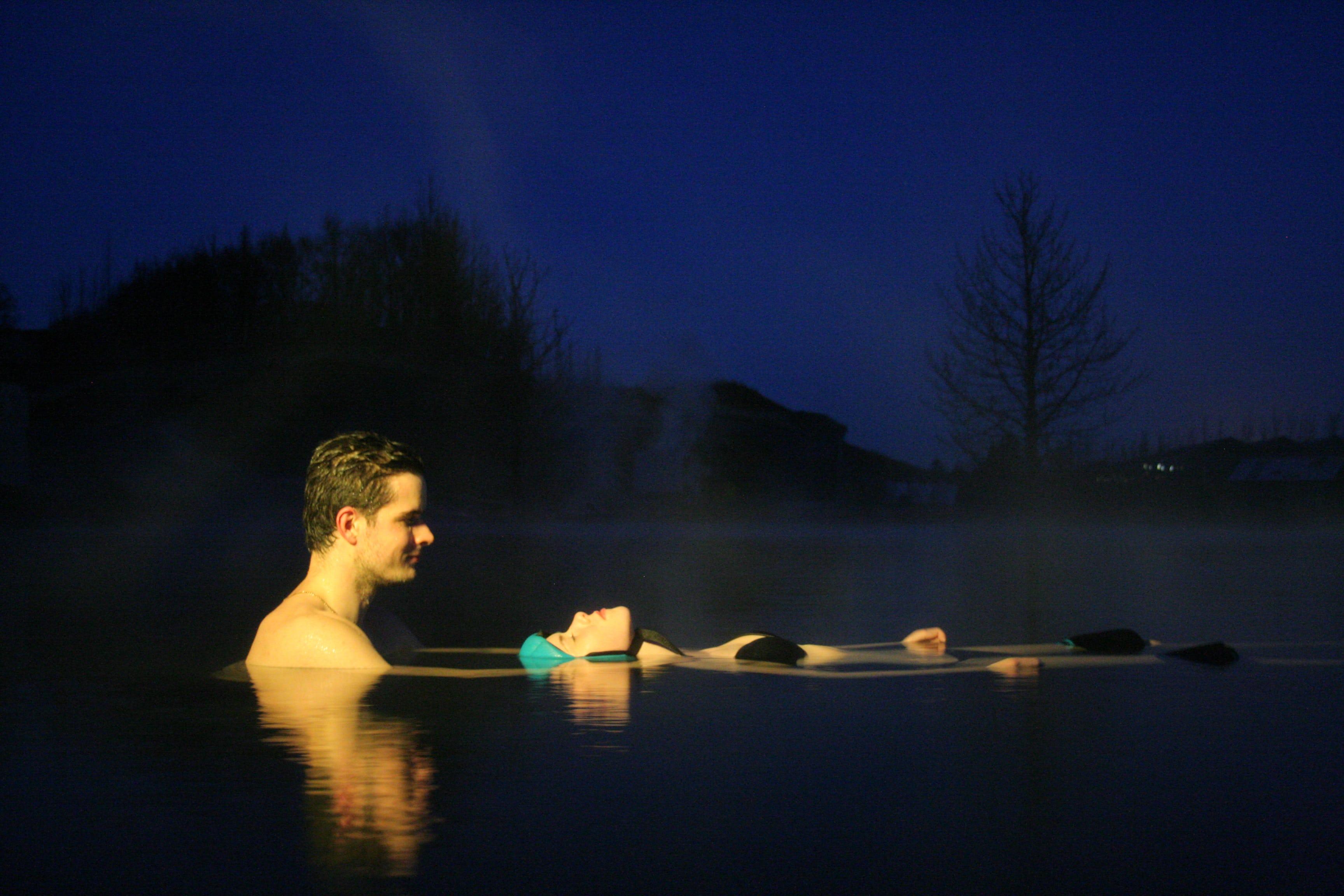Soirée au Secret Lagoon : dîner, baignade, massage et aurores boréales