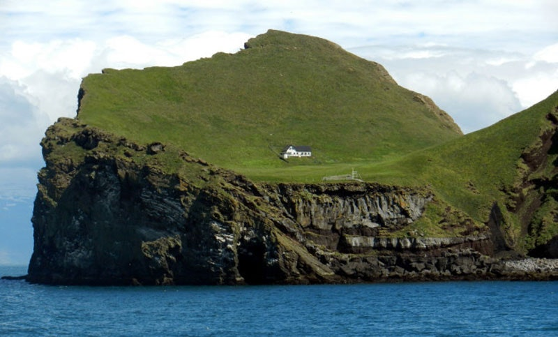 Picture by S. Jameson of Elliðaey island