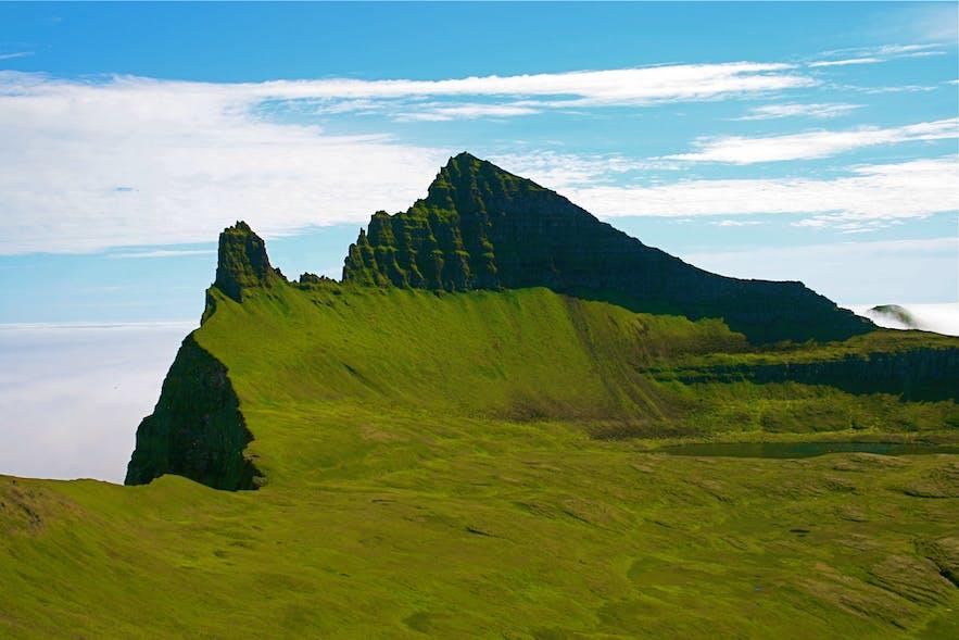 アイスランドのホルンストランディル地方にある、Hornbjarg山(画像:wikipediaより)