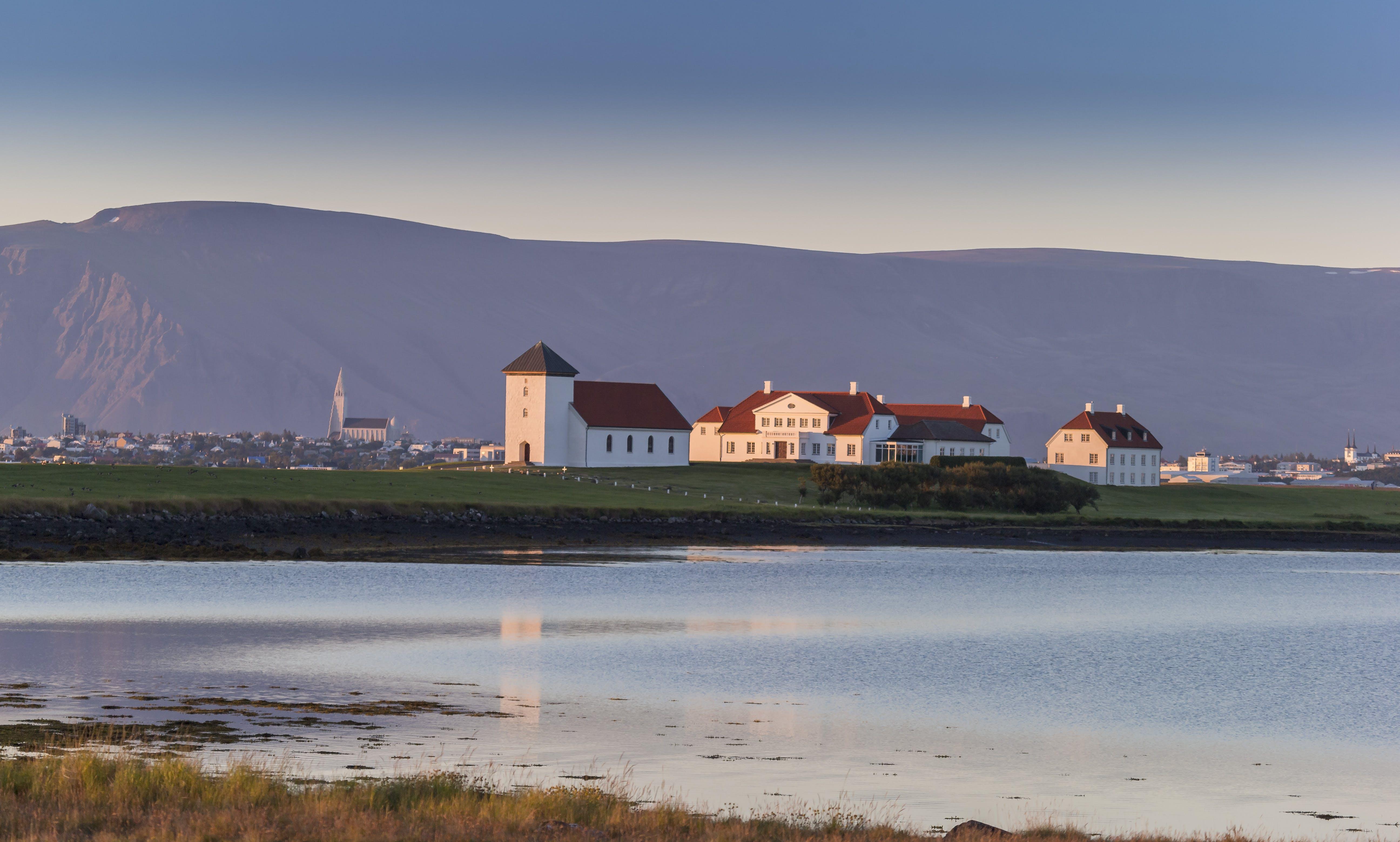 Greater Reykjavik Area, Álftanes & Hafnarfjörður   Evening Tour